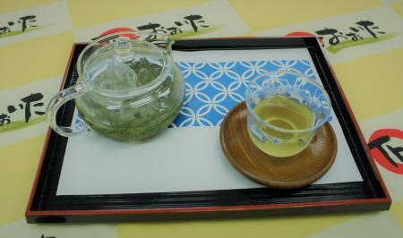 暑い夏に冷たいお茶はいかかですか♬